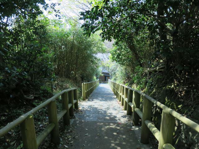 宿根木へ降りる階段